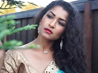 Alone aunty dancing on bollywood song - Maya