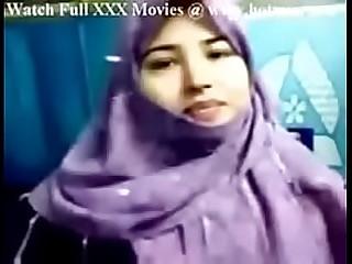 Paki Bachelor Babe unveal Her Tits - www.allvideosx.com