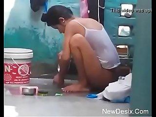 Desi girl bathing in open hidden cam